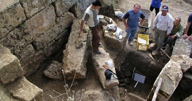 Καταρρέει το Αλβανικό όνειρο! Aλβανός αρχαιολόγος παραδέχεται την ελληνικότητα της Αλβανίας!