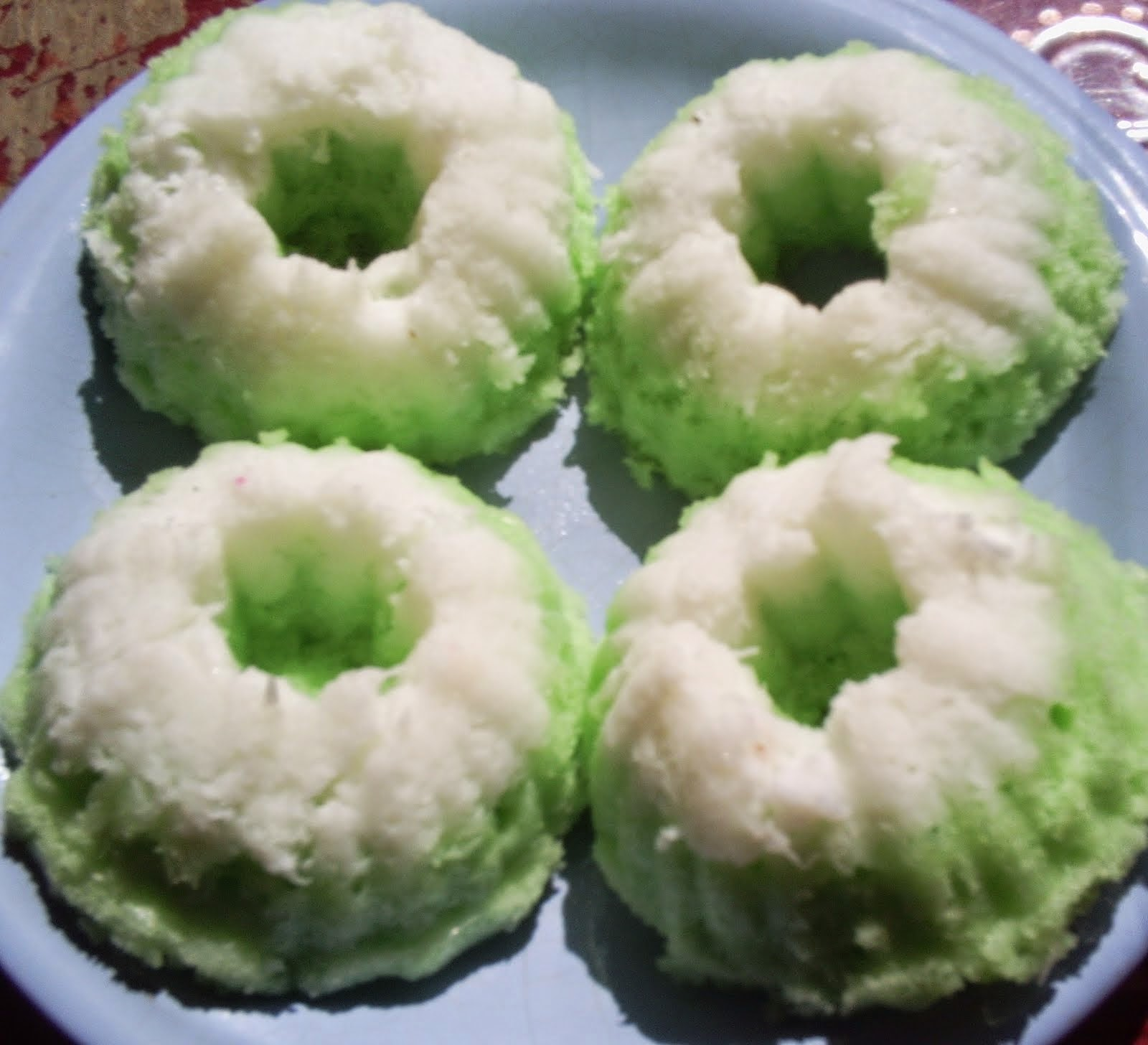 http://www.kabarloka.com/2014/06/cara-membuat-kue-putu-ayu-yang-empuk.html