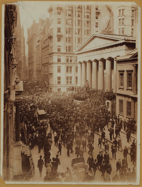 Crowds at Federal Hall on Wall Street during the Panic of 1907 (October 1907)