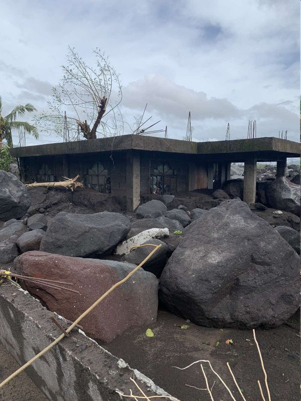 300 homes buried under huge rocks, lahar flow from Mayon
