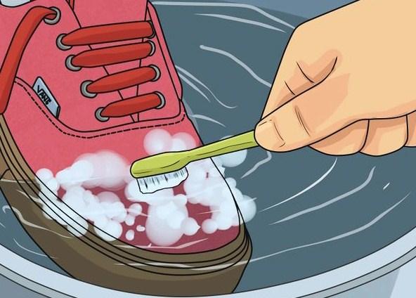 Membersihkan Sepatu Vans