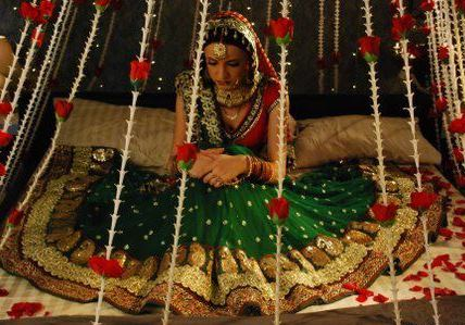 Boost The Romance On First Night Of Wedding Lifestyle Fundas