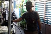 Ketua RT. 008/004 Dursel Lakukan Penyemprotan Desinfectan Mandiri