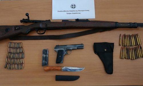 Από αστυνομικούς του Τμήματος Ασφάλειας της Υποδιεύθυνσης Ασφάλειας Ηγουμενίτσας, συνελήφθη ημεδαπός, ο οποίος κατηγορείται για παραβάσεις της νομοθεσίας περί όπλων.