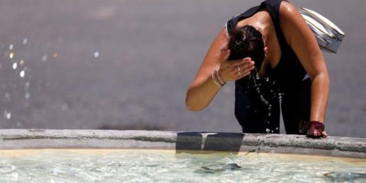 Ζέστη και υγρασία: Τι κινδύνους κρύβει ο συνδυασμός για την υγεία;
