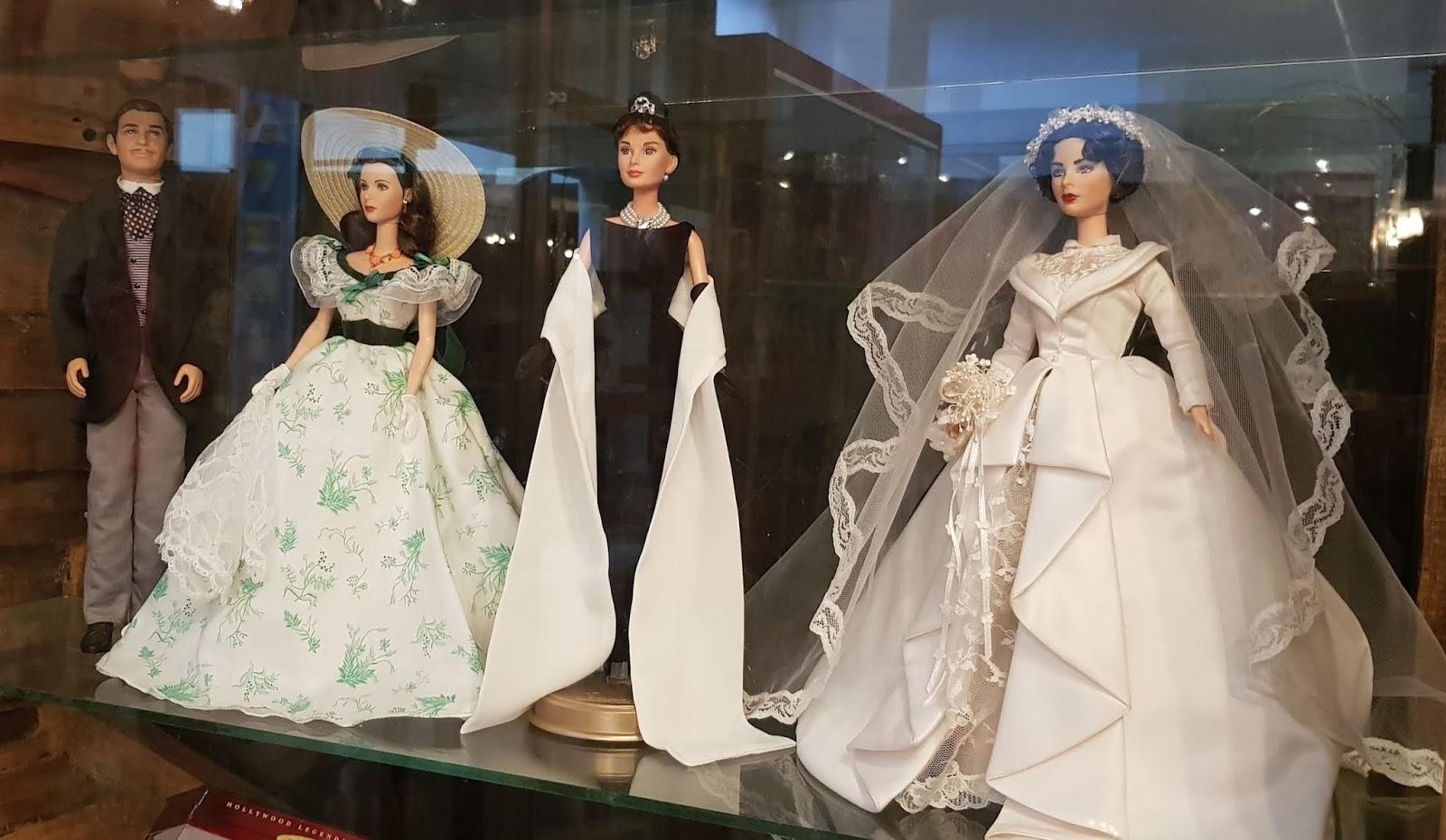 Muñecos tipo barbie de Clarke Gable, Vivien Leigh, Audrey Hepburn y Elizabeth Taylor en Museo del Juguete Antiguo en Ciudad de México