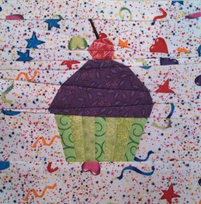 Paper pieced cupcake mini quilt