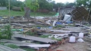 तेज आंधी, तूफान के समय मकान की हल्की छत उड़ जाती है, ऐसा क्यों ?