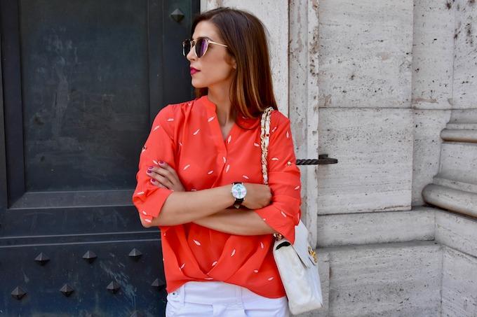 Summer Uniform: camicetta e gonna jeans, per sopravvivere al caldo in città