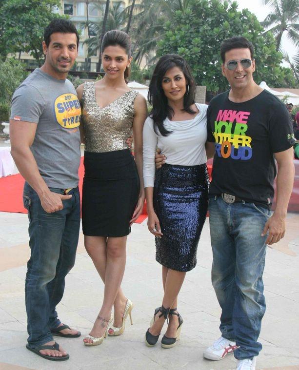 Hindi Movie Desi Boyz Party Wallpapers   World Entertainment
