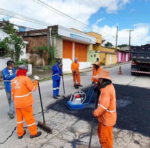 Prefeitura de Escada realiza operação de recuperação asfáltica em vários pontos da cidade