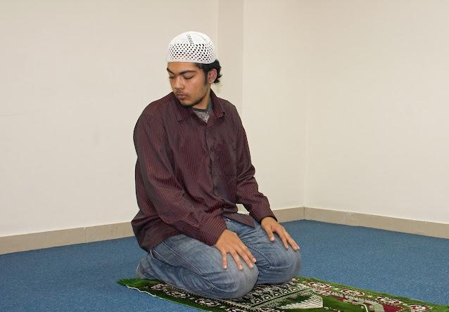 Bacaan Doa Salam Tengok Kanan-Kiri dalam Sholat Lengkap Arab Latin dan Artinya
