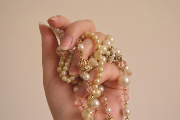 hidden meaning of pearls, mysticism pearls, symbolism pearls, pearl jewellery, georgiana quaint, elisabeth i pearls, charlotte wells pearls, charlotte wells jewellery