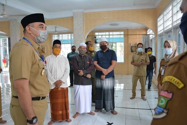 """Bupati Zaki """"Intip"""" Masjid Di Kawasan Puspem Terapkan Protokol Kesehatan"""