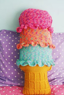 http://translate.google.es/translate?hl=es&sl=auto&tl=es&u=http%3A%2F%2Fwww.michaels.com%2Fred-heart-gumdrop-rainbow-sherbet-throw-pillow-crochet%2F35351%2Cdefault%2Cpd.html%3Fcgid%3Dprojects-yarnandneedlecrafts-allcrochet%26cm_mmc%3DEMAIL-_-0725Yarn-_-b2-_-SherbetThrowPillow