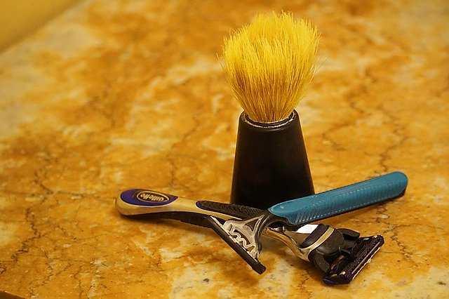 طرق ونصائح لإخراج الشعر من تحت الجلد