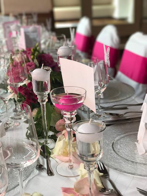 Tischdekoration Pink travel themed wedding - Reise ins Glück Hochzeitsmotto im Riessersee Hotel Garmisch-Partenkirchen, Bayern Sommerhochzeit im Seehaus in den Bergen, Hochzeitsplanerin Uschi Glas