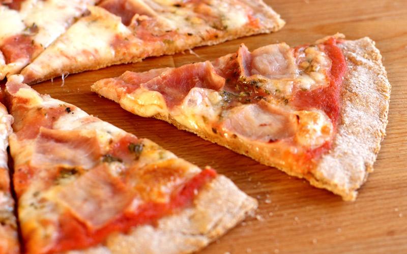 Pizza Integral de Jamón y Queso Mozzarella
