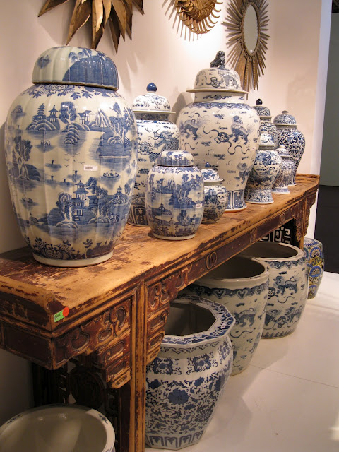 Oriental Console Table Blue And White Chinese Porcelain Vases & Ginger Jars