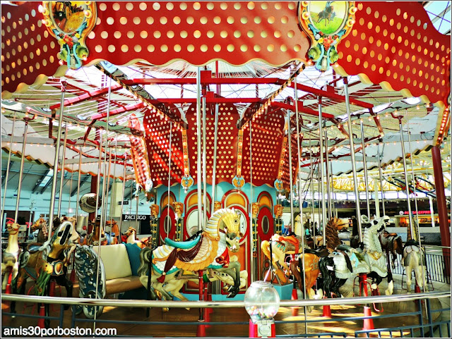 Carrusel en el Centro Comercial Stonebriar Centre en Frisco
