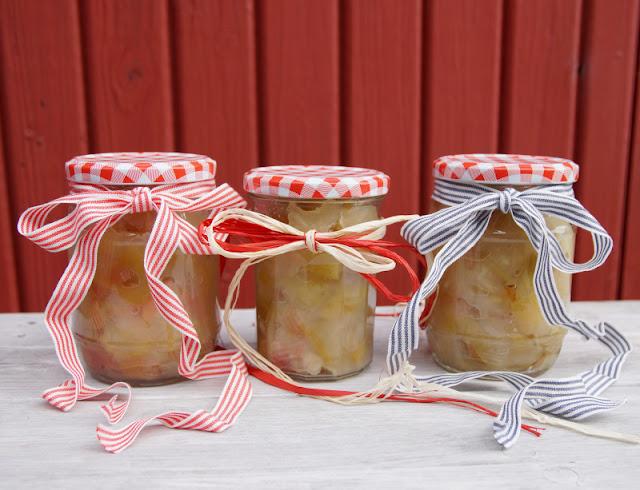 Rezept: Dänisches Apfelkompott zubereiten. Kompott zu kochen ist eine tolle Verwertungsmöglichkeit für Fallobst und frische Äpfel.