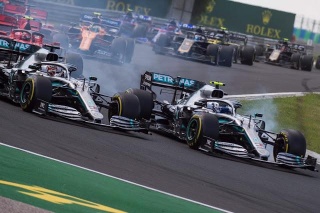 Bottas e Hamilton disputaram segundo lugar ainda na primeira volta