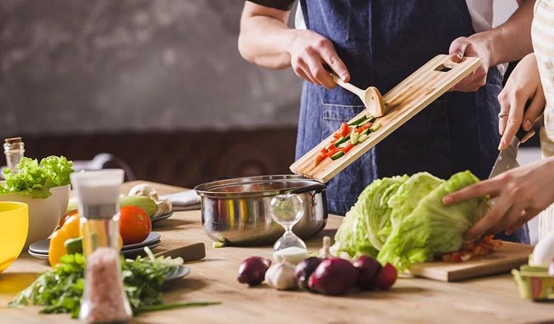 Masak dan membawa bekal sendiri salah satu bagian dari menjaga kesehatan