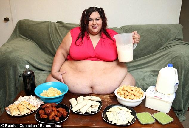 Mujer está comiendo hasta que sea incapaz de dejar su cama