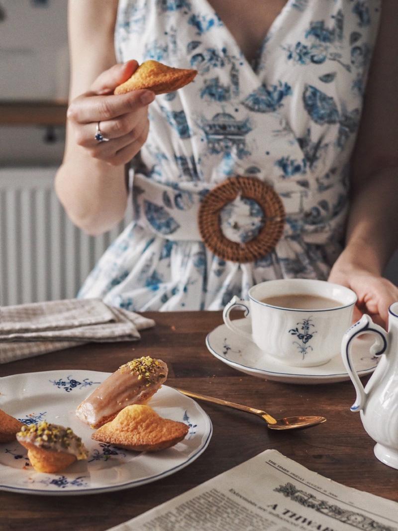 Recette de madeleines nappage chocolat blanc, miel et pistache