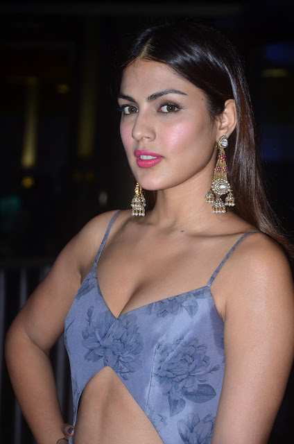 Rhea Chakraborty At 64th Jio Filmfare Awards 2017 Stills