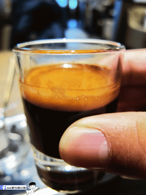 IMG 6482 - 【台中美食】公益路下午茶新選擇,來自南台灣的黑浮咖啡來台中插旗啦!!!還有下午茶優惠喔!! @黑浮咖啡公益店