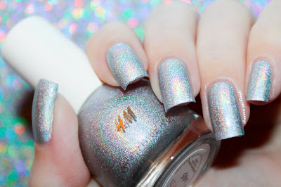 "Swatch of the nail polish ""Space Race"" from H&M"