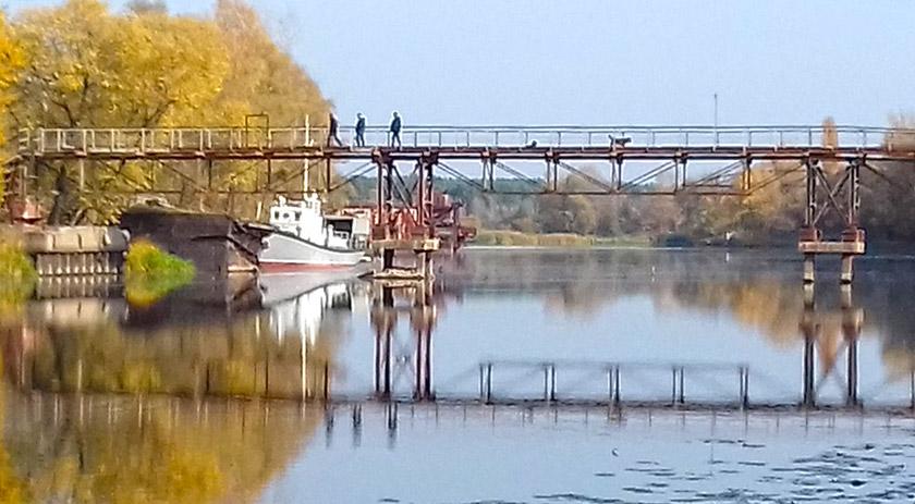 Пішохідний міст через річку Прип'ять