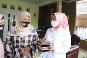 Diapresiasi Pelaku UMKM, Ratu Tatu Dihadiahi Kue Gulacir