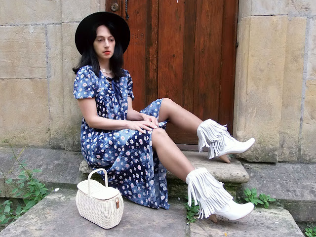 fashion, moda, look, outfit, blog, blogger, walking, penny, lane, streetstyle, style, estilo, trendy, rock, boho, chic, cool, casual, ropa, cloth, garment, inspiration, fashionblogger, art, photo, photograph, Avilés, oviedo, gijón, dress, vintage, boho, bohemian, bohemio, botas, boots, austen, Austem, Bennet, Darcy,