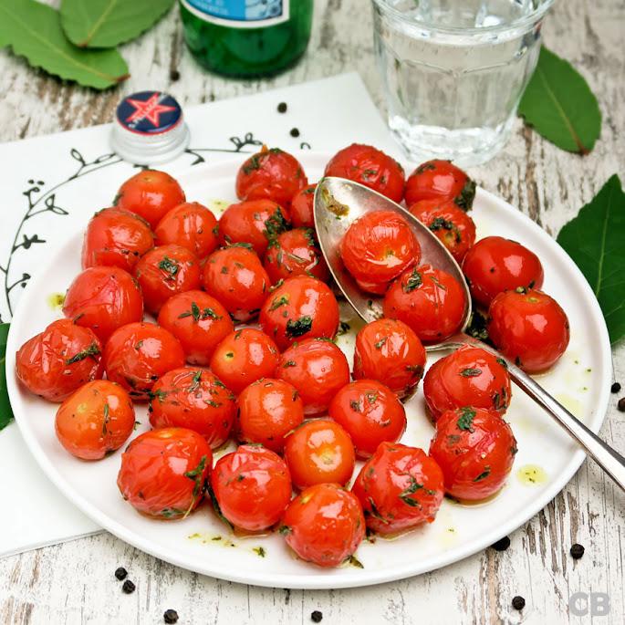 Recept Gepofte cherrytomaatjes: het lijken wel eetbare kerstballetjes!