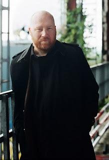 Fotografía del compositor islandés (Fuente: Wikipedia.en Autor: SpectreVision Mgmt)