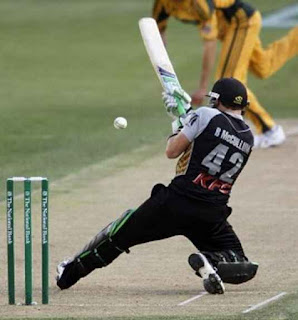 Brendon McCullum 116* - New Zealand vs Australia 2nd T20I 2010 Highlights