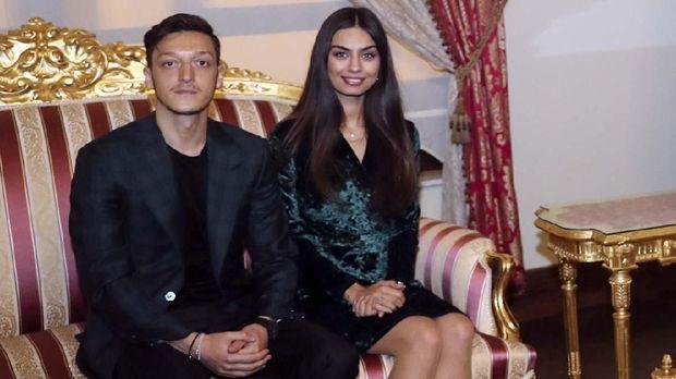 Erdogan Menjadi Pendamping Di Saat Pernikahan Oezil Dan Gulse