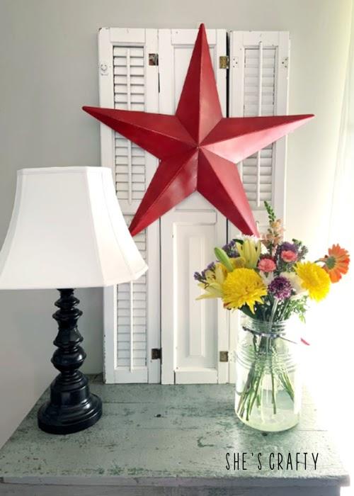 Last minute 4th of july decorating ideas - barn star vignette