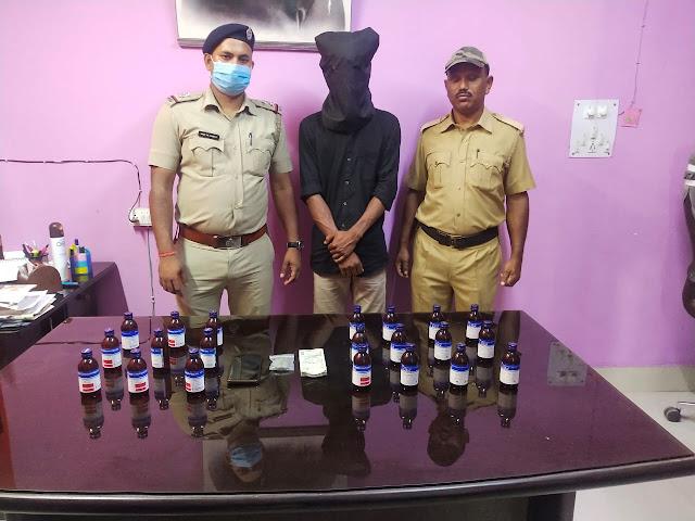 पानीटंकी पुलिस ने गुप्त सूचना के आधार पर ब्राउन शुगर और कफ सिरफ सहित एक युवक को किया गिरफ्तार।