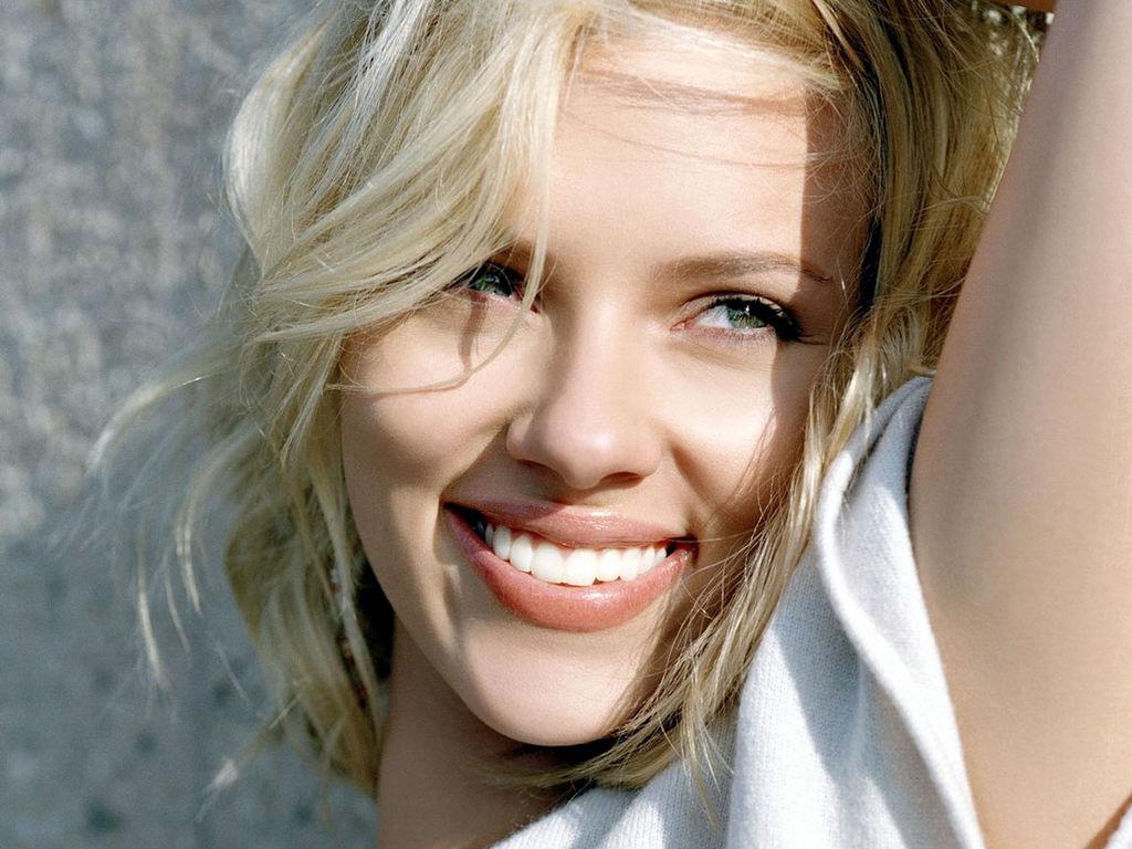Beautiful Smile Wallpaper: Hot Girl: Scarlett Johansson