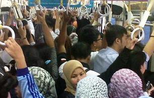 Tips Aman Naik Transportasi Umum Bagi Para Wanita