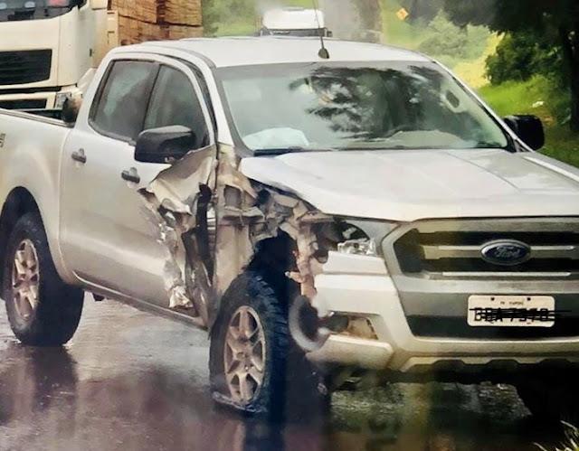 Caminhonete Ranger e Gol se envolvem em acidente na 487, próximo à cidade de Manoel Ribas