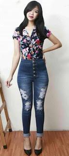 10. Celana Jeans Wanita Aksen Kancing