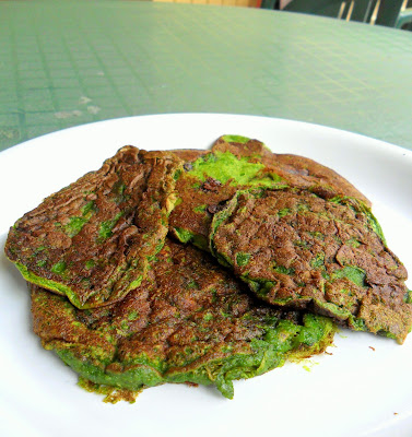 Healthy Thin Mint Pancakes from Hungry Gator Gal