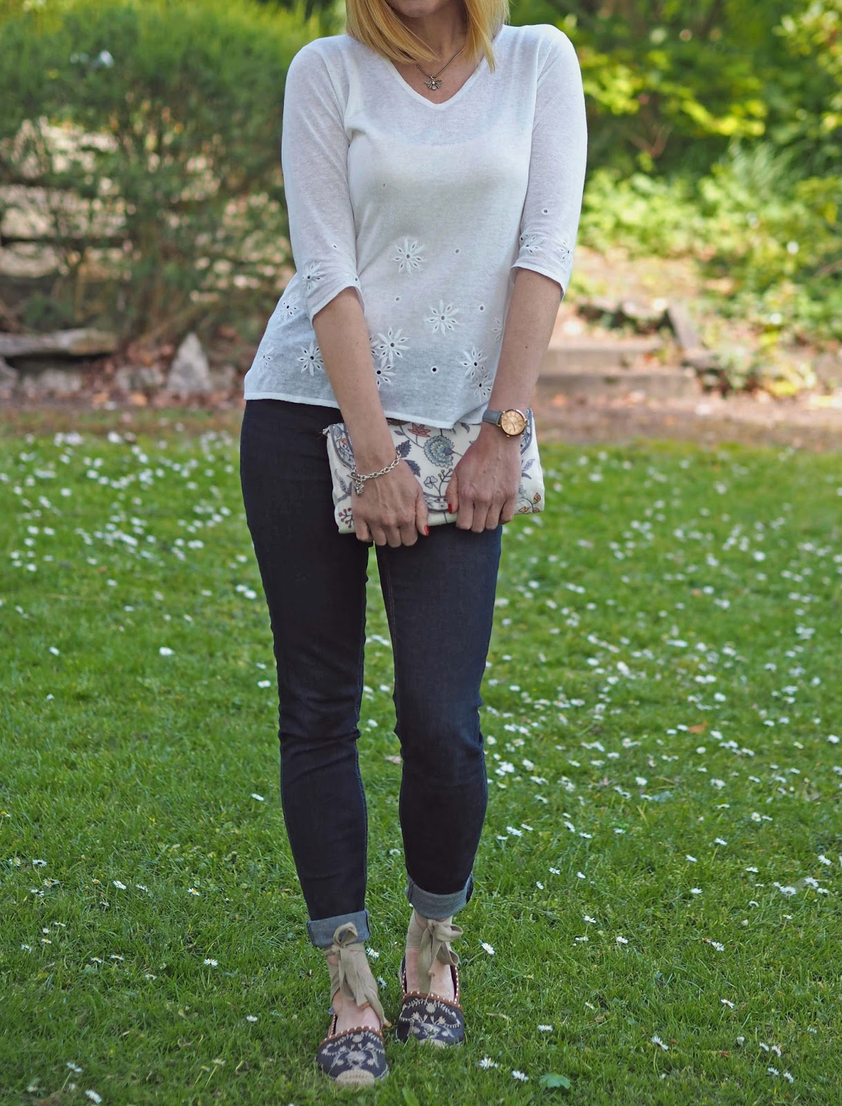 What-Lizzy-Loves-white-daisy-embroidered-linen-top-skinny-jeans-flower-embroidered-espadrilles-clutch-bag-grey-watch