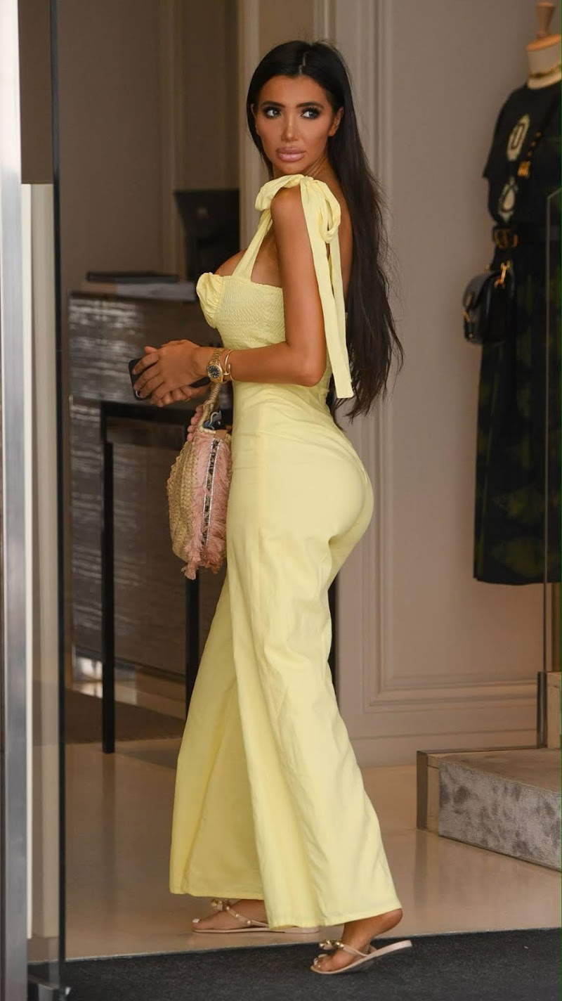 Chloe Khan Clicked While Shopping in Marbella 26 Jul-2020