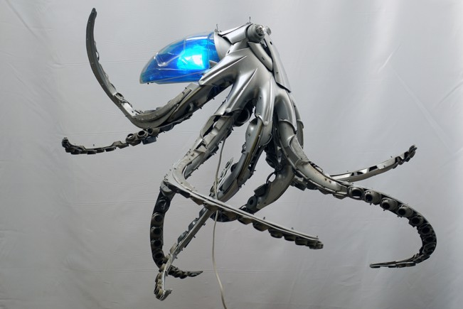 23-Octopus-Ptolemy-Elrington-Hubcap-Creatures-and-other-Car-Parts-Animal-Sculptures-www-designstack-co
