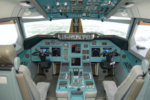 Tupolev Tu-204 Cockpit